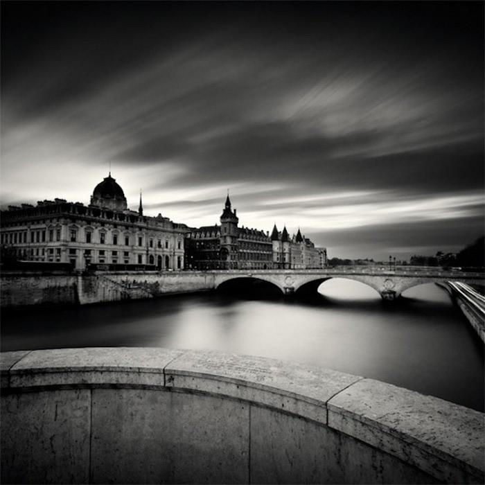 Черно-белые фото парижа Damien Vassart 10 (700x700, 86Kb)