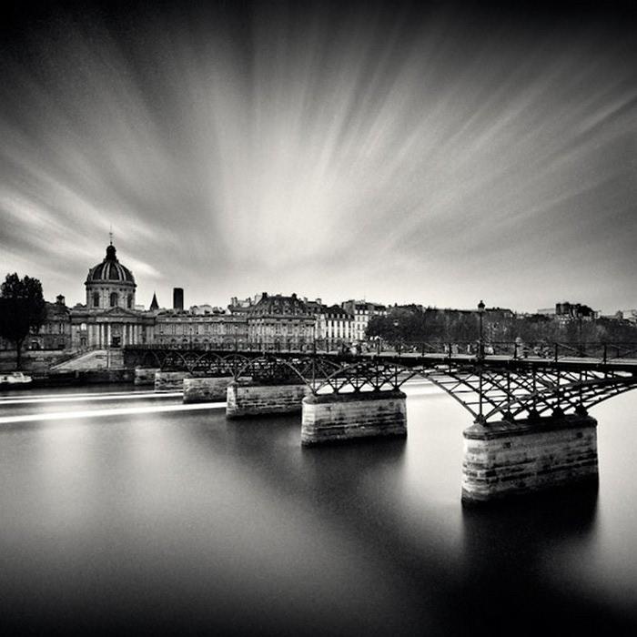 Черно-белые фото парижа Damien Vassart 20 (700x700, 99Kb)