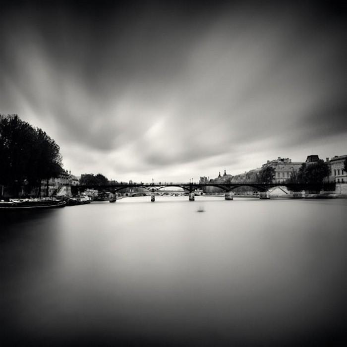Черно-белые фото парижа Damien Vassart 22 (700x700, 49Kb)