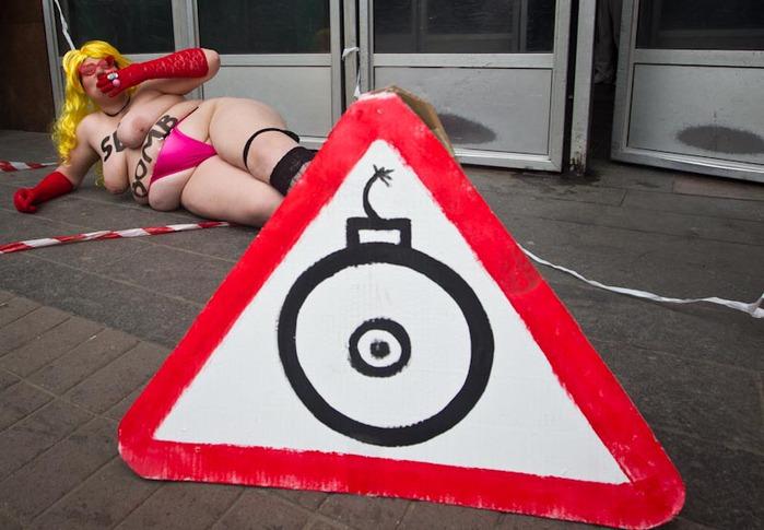 В Днепре Сегодня женское феминистическое движение FEMEN заложило сек…