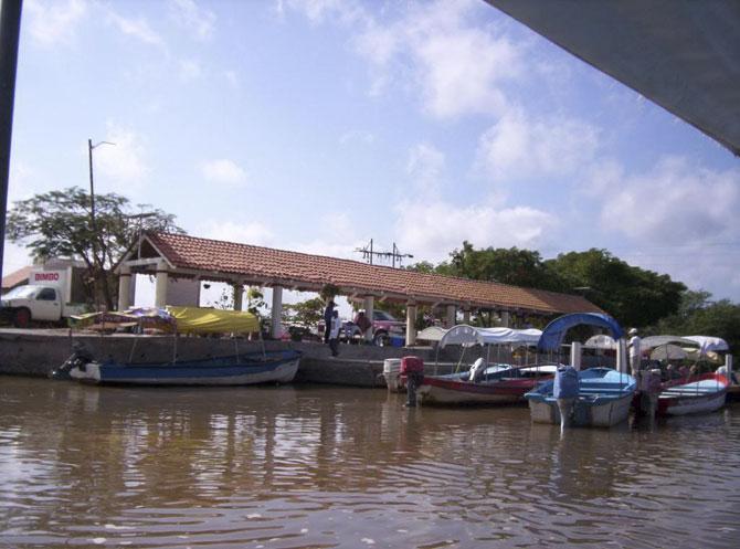 город на воде фото 5 (670x497, 69Kb)
