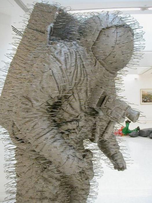 Красивые скульптуры из мусора 24 (525x700, 343Kb)