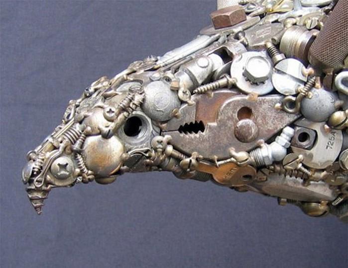 Красивые скульптуры из мусора 32 (700x540, 92Kb)