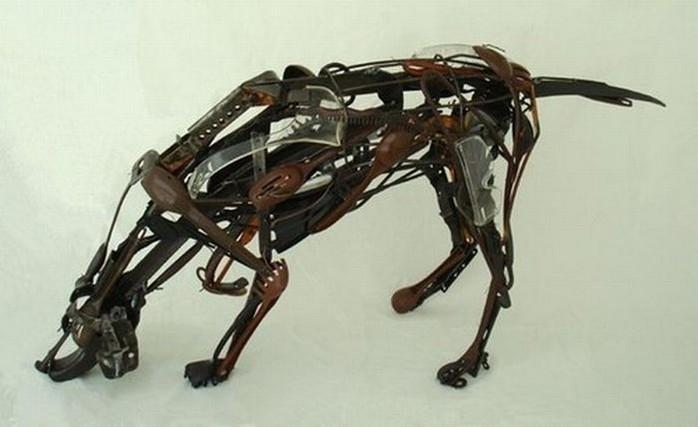 Красивые скульптуры из мусора 43 (700x427, 54Kb)