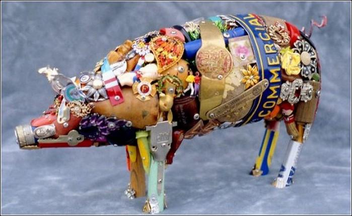 Красивые скульптуры из мусора 63 (700x430, 80Kb)