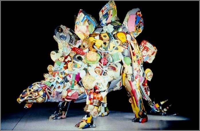 Красивые скульптуры из мусора 72 (700x458, 75Kb)