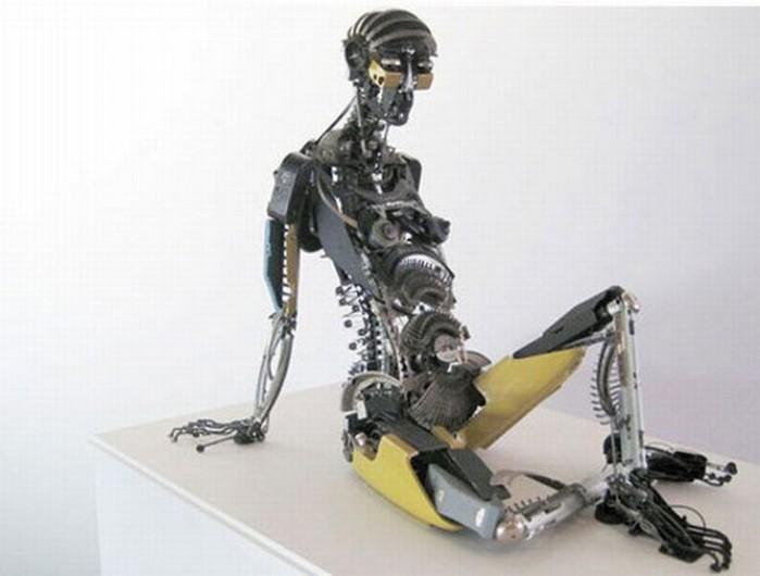 Красивые скульптуры из мусора 77 (700x530, 54Kb)