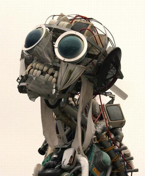 Красивые скульптуры из мусора 81 (574x700, 323Kb)