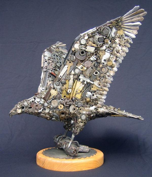 Красивые скульптуры из мусора 90 (600x700, 369Kb)