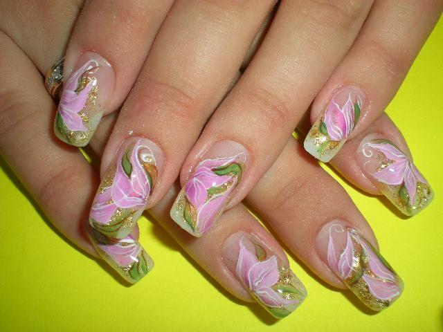 Фото с оформлением ногтей