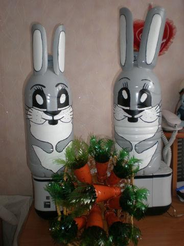Как сделать зайца из бутылок своими руками