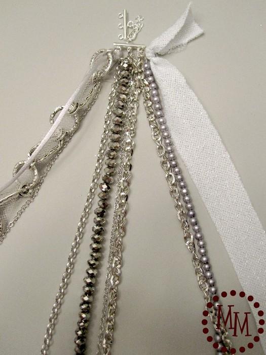 Как сделать браслет из цепочек, лент и бусин.