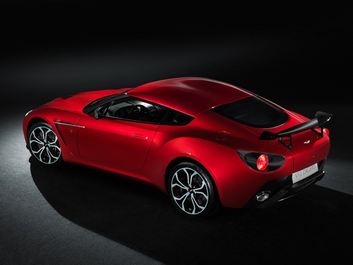 Самые красивые машины 2011 года по версии журнала Forbes Aston Martin V12 Zagato 2 (700x525, 51Kb)