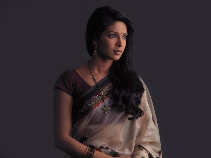 priyanka-chopra-in-saree-wallpaper (700x525, 78Kb)