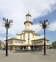 220px-Townhall_ivano-frankivsk (220x245, 15Kb)