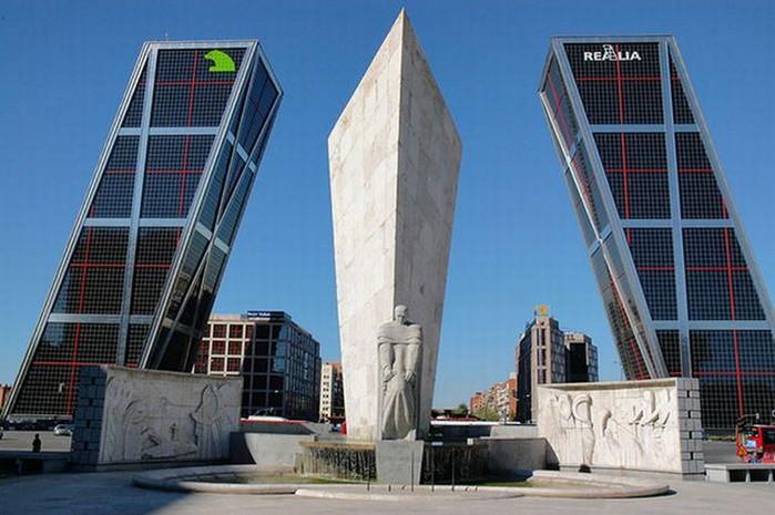 Необычные здания со всех уголков света 6 (700x465, 85Kb)
