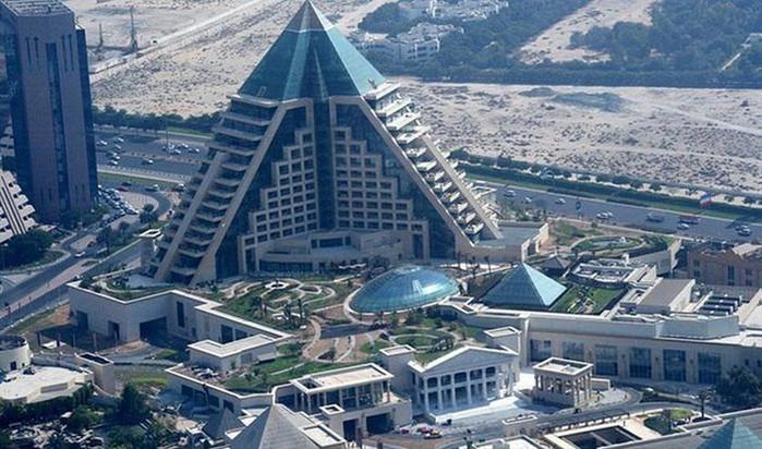 Необычные здания со всех уголков света 10 (700x412, 108Kb)