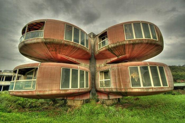 Необычные здания со всех уголков света 18 (700x465, 90Kb)