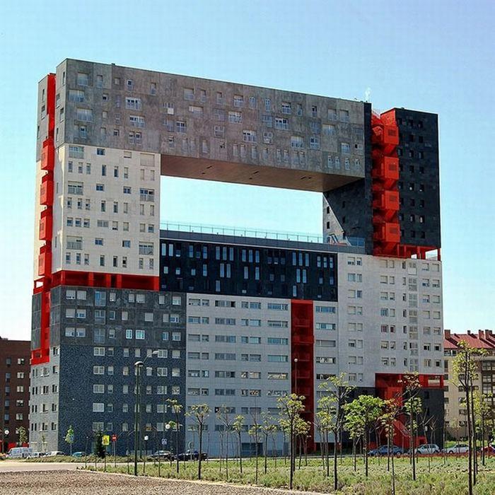 Необычные здания со всех уголков света 23 (700x700, 140Kb)