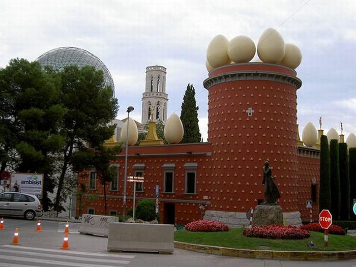 Необычные здания со всех уголков света 36 (700x525, 85Kb)