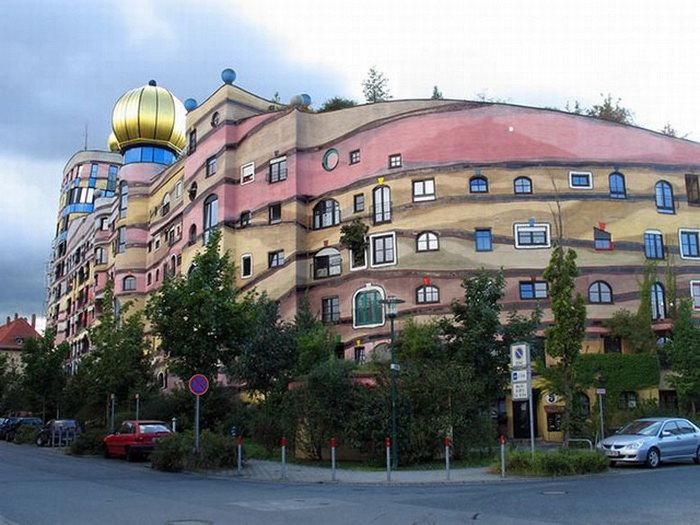 Необычные здания со всех уголков света 64 (700x525, 97Kb)