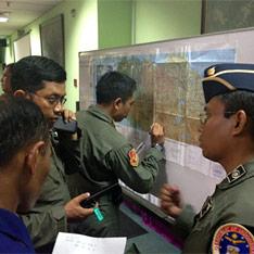 Авария - самолёт Сухой пропал в Индонезии (234x234, 18Kb)