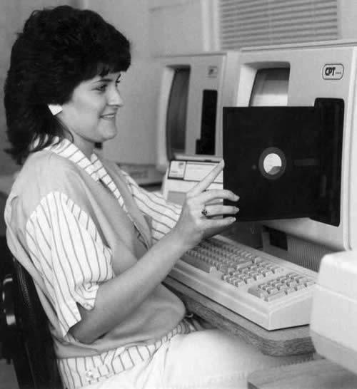 первая в мире дискета (500x546, 27Kb)