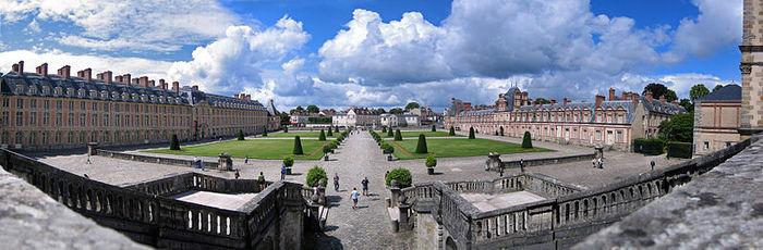 800px-Chateau_Fontainebleau_-001 (700x230, 56Kb)