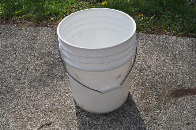 bucket (640x425, 81Kb)
