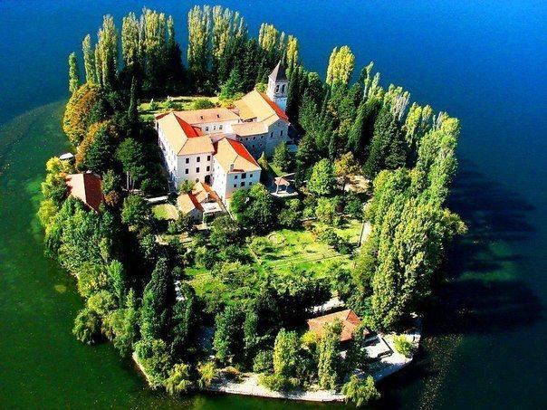 Монастырь Висовац, Хорватия (604x453, 94Kb)