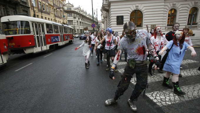 Zombies_in_Prague_Pixanews.com-5-680x384 (680x384, 89Kb)