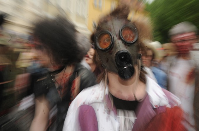 Zombies_in_Prague_Pixanews.com-16-680x447 (680x447, 55Kb)