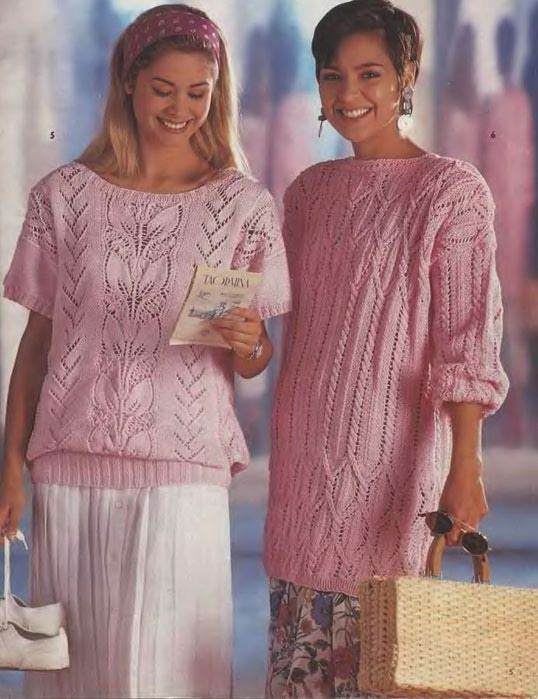 Два розовых пуловера