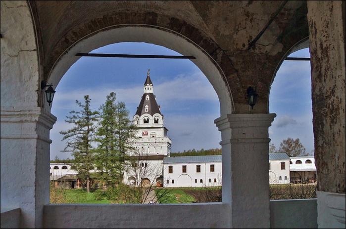 Германова башня Иосифо-волоцкого монастыря/3673959_5 (700x464, 177Kb)