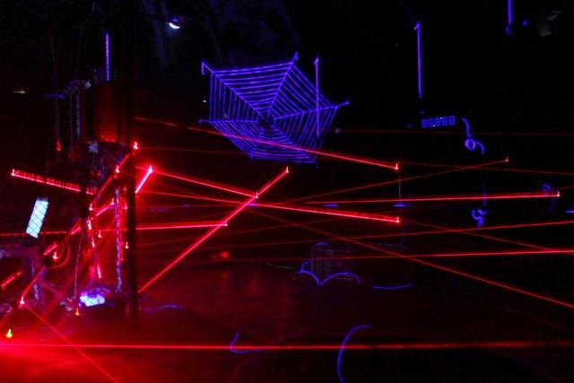 лазерный-лабиринт-2 (640x427, 100Kb)