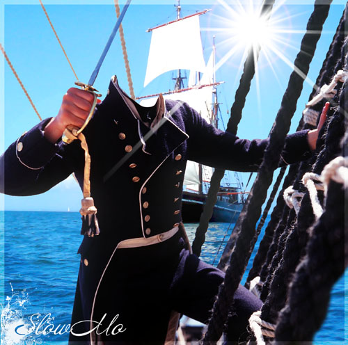 Шаблон для фотошопа - Моряк с оголенной саблей держится за мачтовые канаты/1337273730_PSD_Seaman_on_the_rope (500x496, 108Kb)