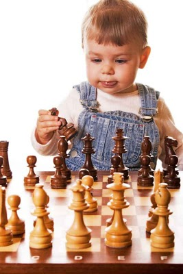 Young-Child-Playing-Chess (267x400, 30Kb)