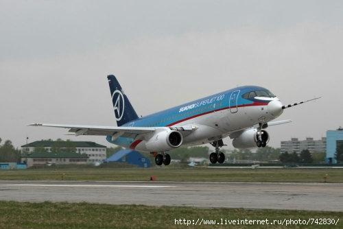 Индонезийская сторона назвала наиболее вероятную причину катастрофы Sukhoi Superjet 100 Попытка обойти дождевые...