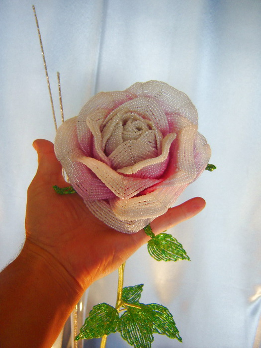 Роза из бисера от Александра Крамаренко.  Мастер класс. http://star-hobby.net/2011-06-30/beads/355.