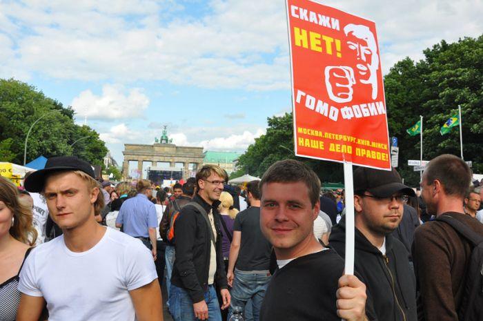 «Если хочешь меня— улыбнись» (гей-парад в Берлине)