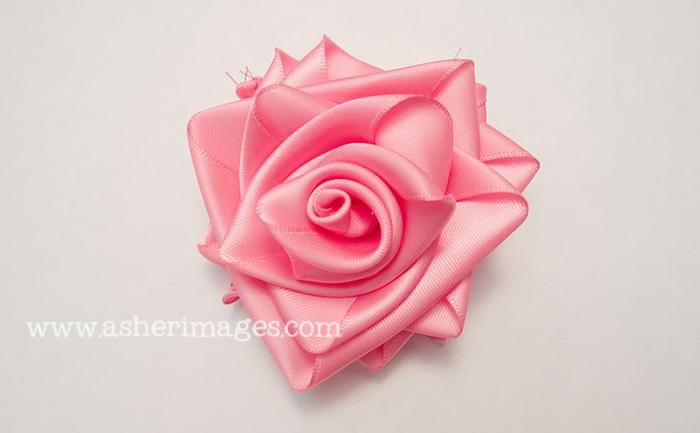 Как сделать розу из атласной ленты своими