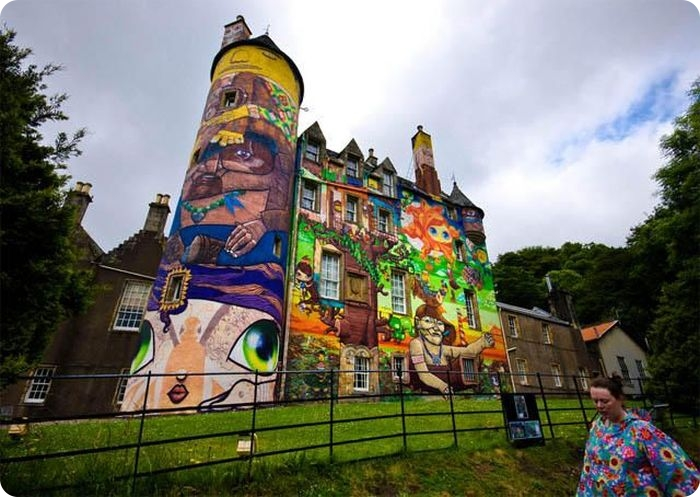 Граффити на стенах замков (18 фото+видео) .