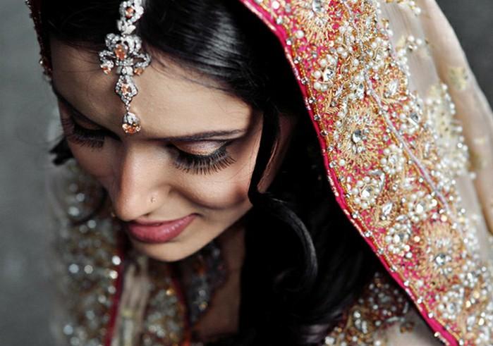 Портретные фото невест из Индии 21 (700x491, 88Kb)