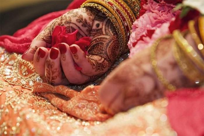 Портретные фото невест из Индии 39 (700x465, 78Kb)