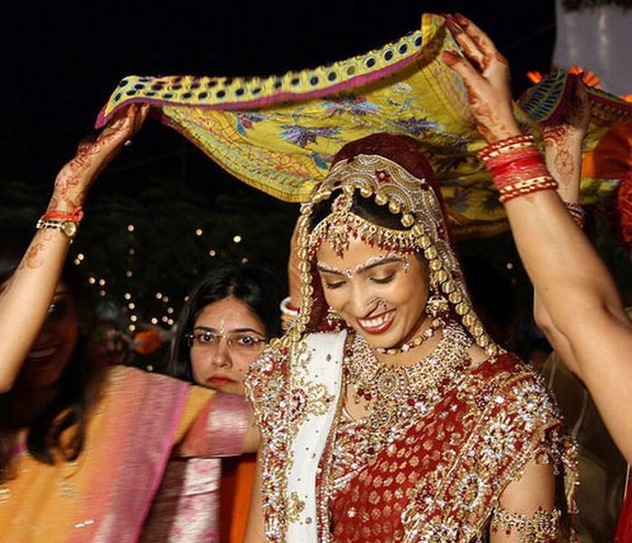 Портретные фото невест из Индии 49 (700x601, 133Kb)