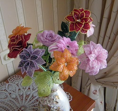 Цветочки своими руками из бисера