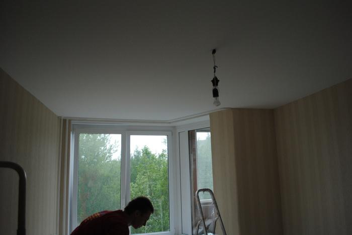 потолок клипсо в комнате с эркером после (700x468, 70Kb)