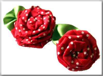 bevel two sizes of ribbon roses (400x297, 26Kb)