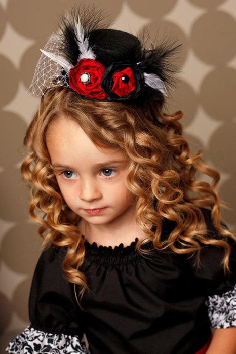 Прическа с маленькой шляпкой фото