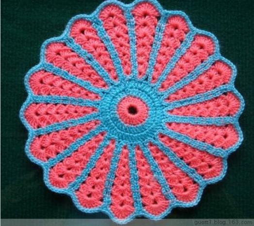 Разноцветная круглая салфетка\подставка под горячее с красивым узором крючком/4683827_20120527_125629 (523x466, 84Kb)